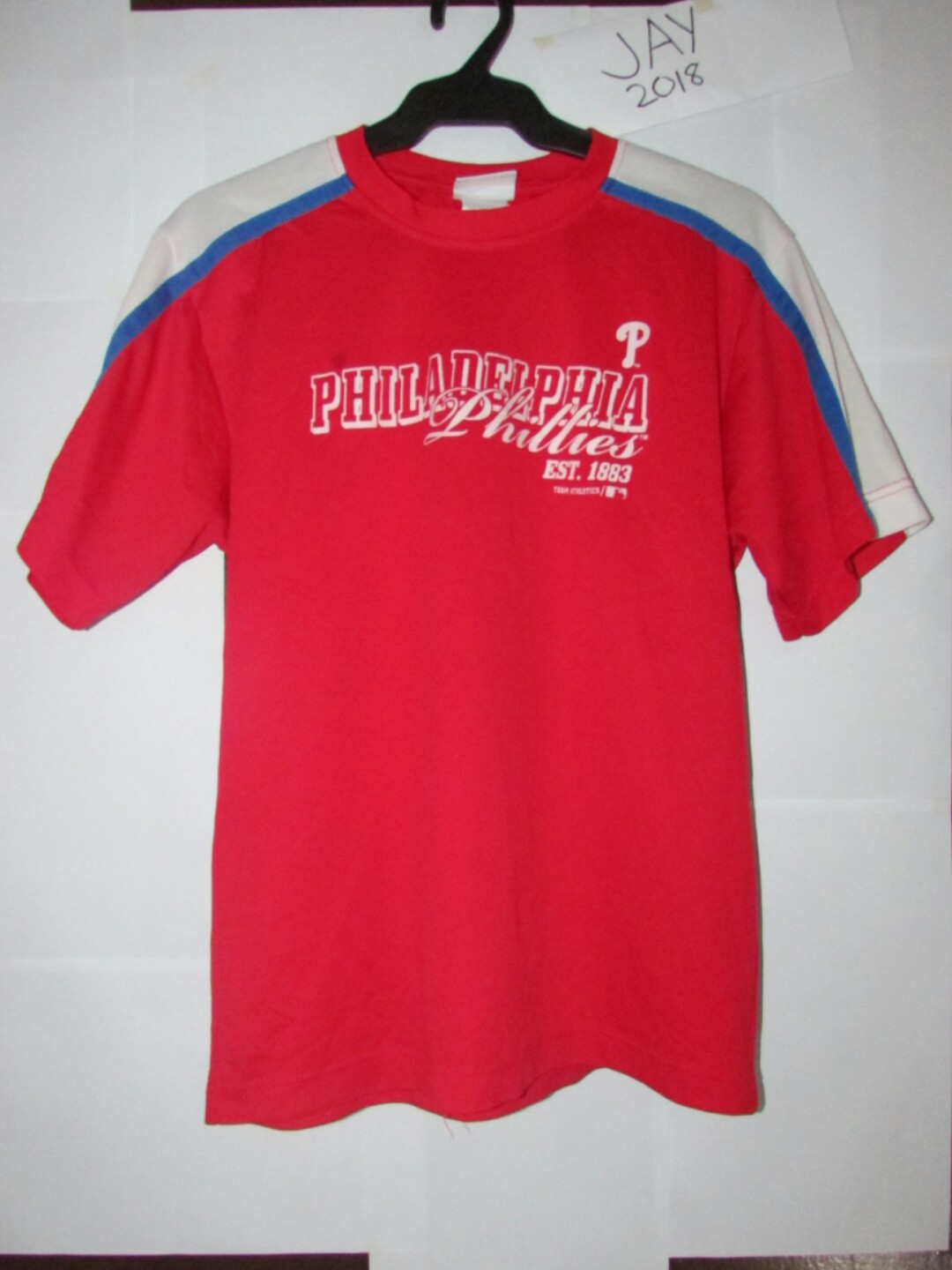 a5f1ff4c9 Philadelphia Phillies, Men's Fashion, Clothes, Tops on Carousell