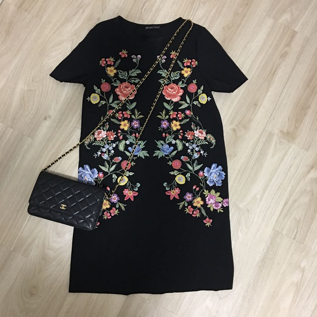 a6d3ed063c Zara floral print shift dress in black