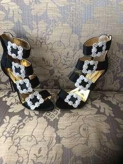 Brand new stylish heels size 8