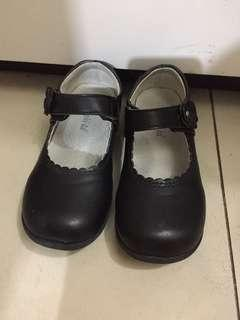 28碼返學黑皮鞋