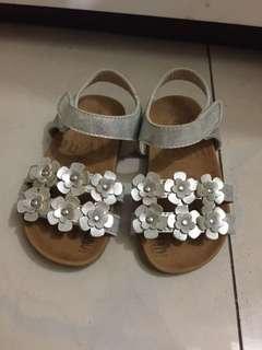 銀色花花涼鞋