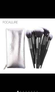 Focallure 10pcs. Make up brushes + pouch