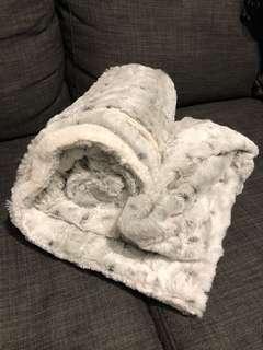 Throw blanket (brand new)