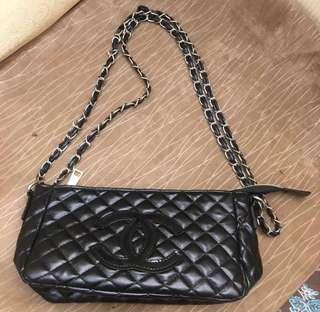 Chanel authentic quilt slingbag