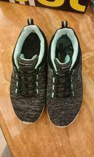 二手休閒運動鞋,skechers , light weight, 尺寸22.5公分,us 5.5 uk 2.5 eu 35.5