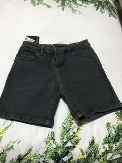 Tight fit shorts
