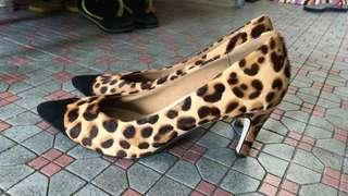 Shoes size 38