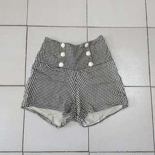 High waisted shorts (checkered b&w)