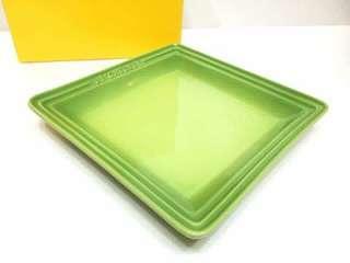 Le Creuset medium size square plate
