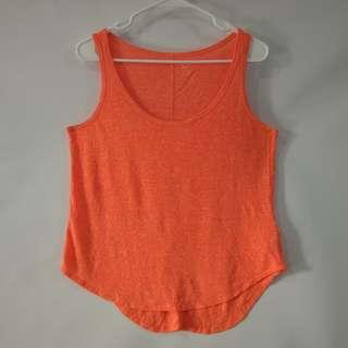 (M) Old Navy ladies curved hem top in almost looks new conditions