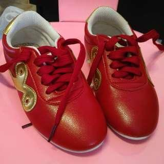 Red Martial Art Wushu Shoe with Gold logo 200cm size 29 kid 5-8 years old