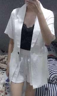 One set , blazer putih + clna , muat M kecil