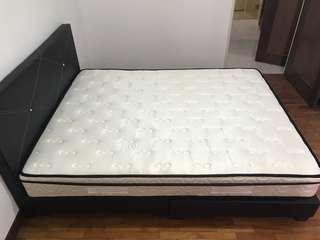 Queen size bed frame + spring mattress