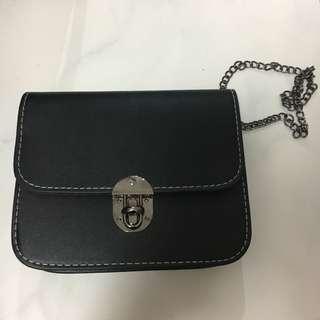 bn metal chain boxy black sling bag