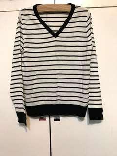 🚚 全新·黑白線條V領毛衣