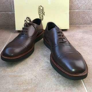 Calzoleria Toscana handcrafted shoes Italy lace up