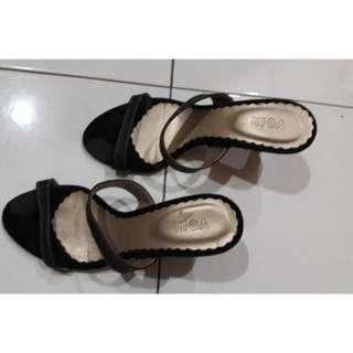 VOIR Ladies Black Sandals (Size 5)#OCT10