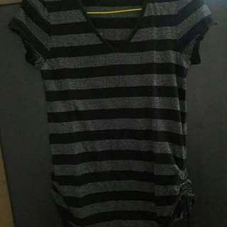 Preloved Kaos Stripe Hitam Abu Fit to L Mat Katun Import Leher V