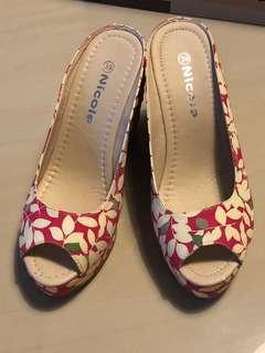 🚚 楔型露趾鞋