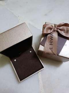 Lee Hwa 18k diamond 5mm earrings