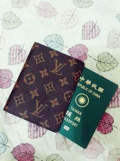 🚚 LV passport holder