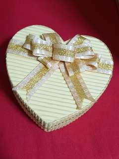 Gift box yellow or pink