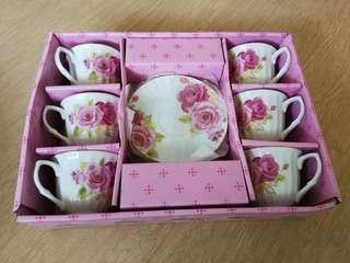Cup set with saucer
