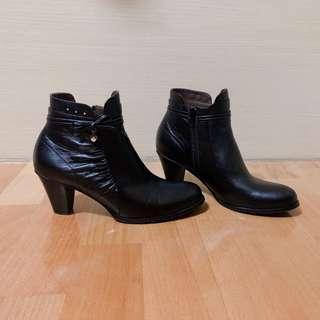 🚚 MAGY 經典復古黑色牛皮側邊抓皺裝飾高跟靴 25 / 全新 附鞋盒