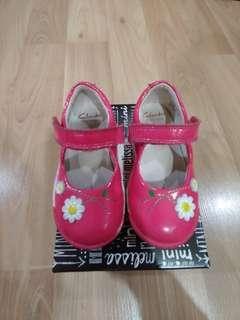 Clarks girl pink shoes UK6