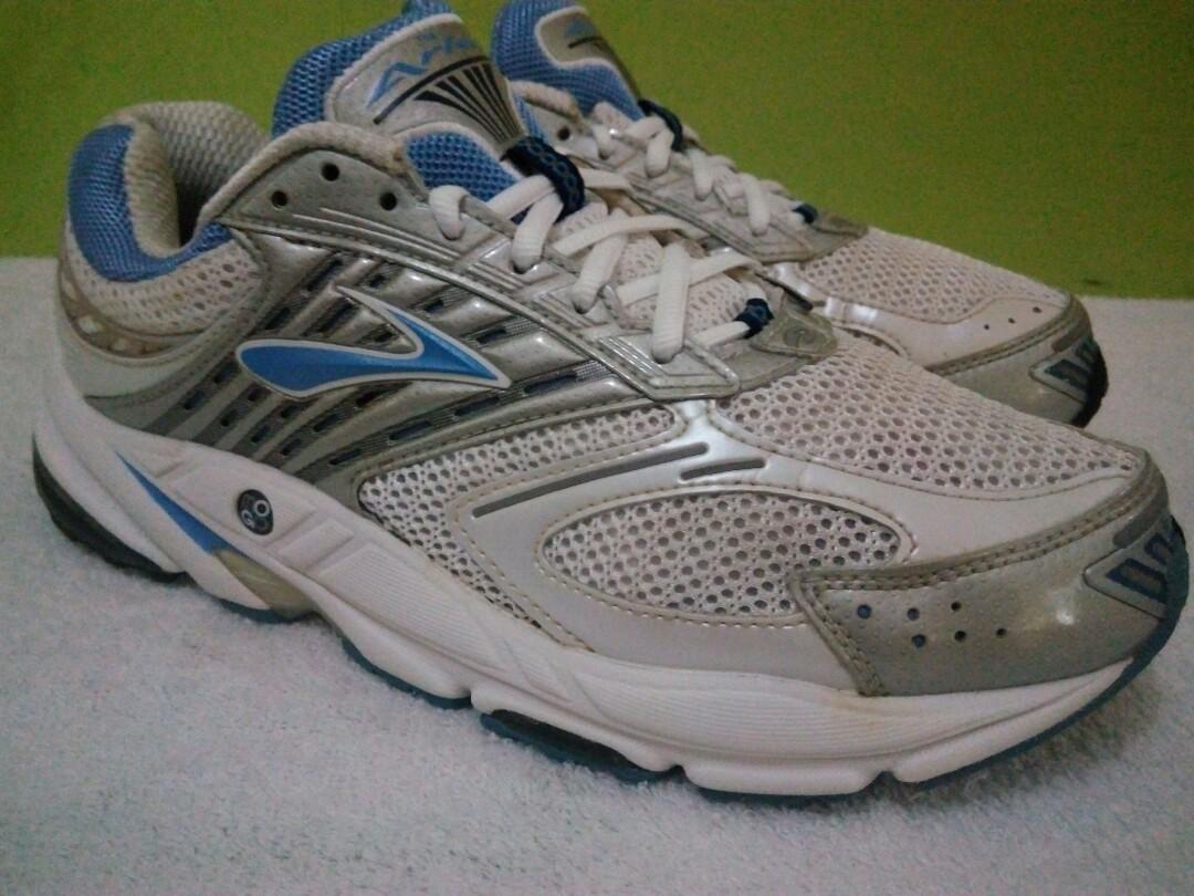 size 40 ae70d 5349e Brooks Ariel Running Shoes Women's size 10 on Carousell