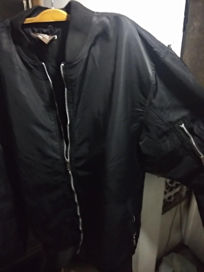 Cole Bomber Jacket hitam