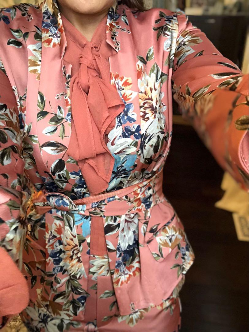 Gorgeous brand new suit size small