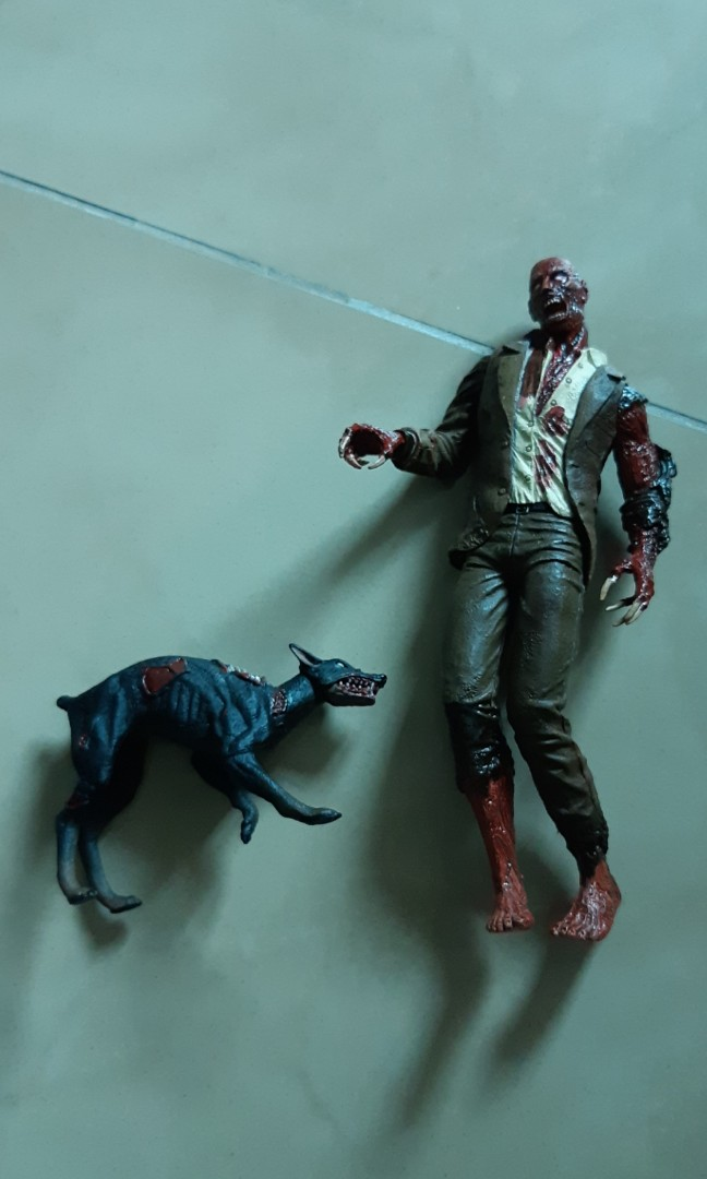Resident Evil Crimson Red Zombie With Dog Loose Not Neca Cult