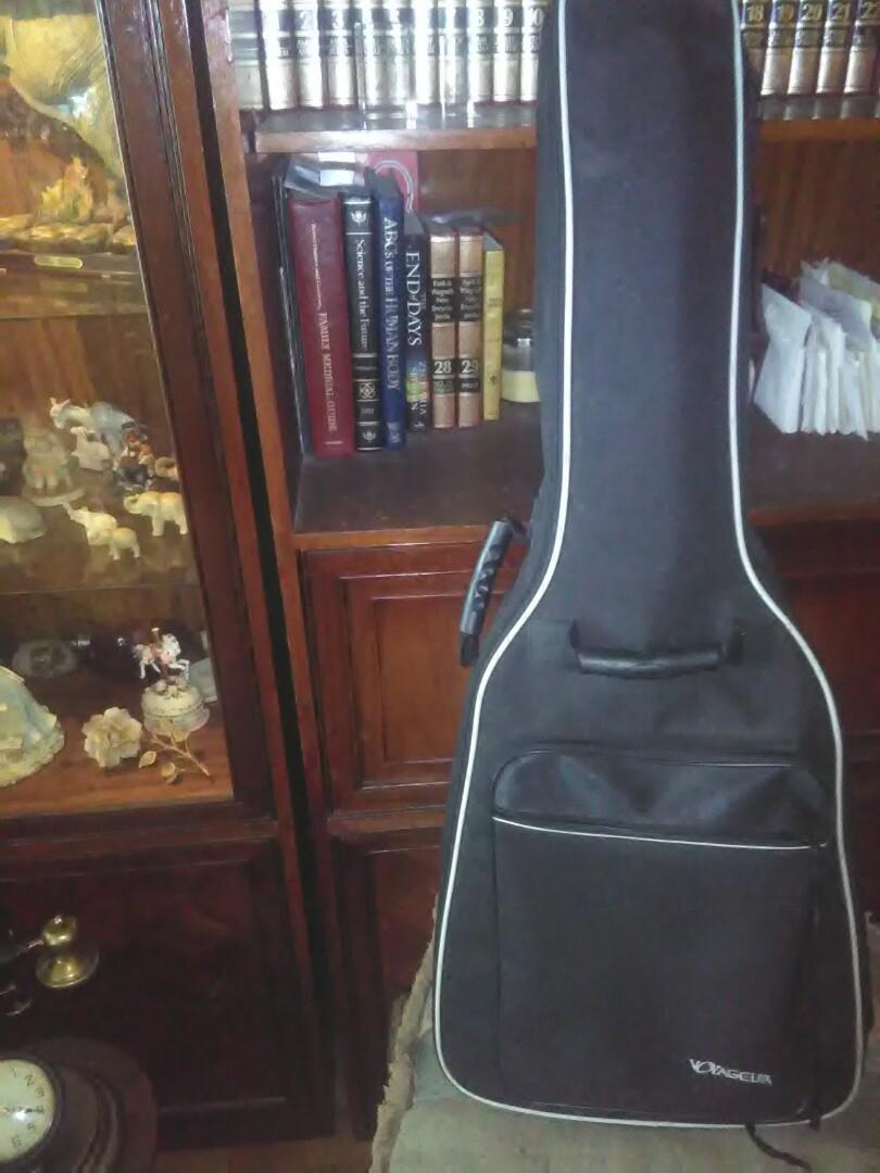 Yamaha CG122MC acoustic guitar and Voyageur carryingcase/backpack