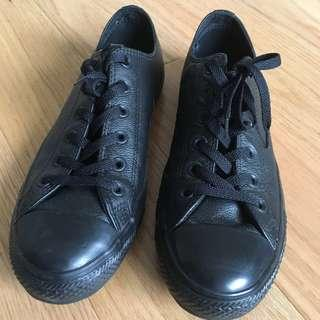 Converse Leather Low Top Black Sneakers (M8/W10)
