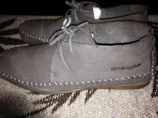 hush pupies shoes