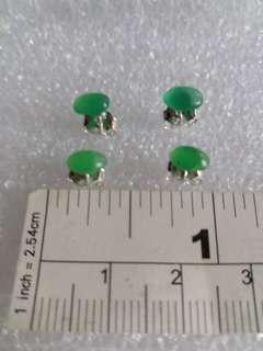 一手兩對 澳洲玉 耳環 六乘四mm 純銀針托單一對 價錢一百元