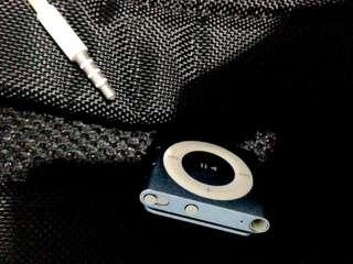 Ipod shuffle 2gb with charger no earphone