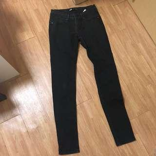 🚚 Levi's Authentic Women's Faded Black Skinny Jeans
