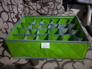 Storage box with compartment (collapsible)