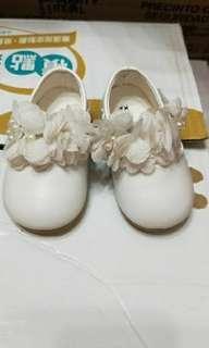 🚚 (全新)韓貨白色可愛寶寶鞋 13cm