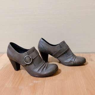🚚 ORIN 經典灰褐色抓皺金屬裝飾粗高跟踝靴 全新 38碼