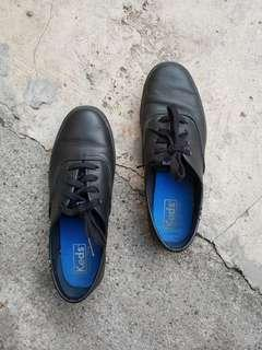 Pre-loved Black Leather Keds
