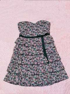 🌺 Fresh floral dress with layers and black bow