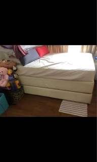 🎀2sets of Single / 1 King bed divan / base 🎀