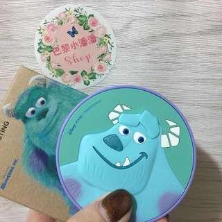 🚚 (賠售全新正品)菲詩小舖x迪士尼毛怪氣墊粉餅