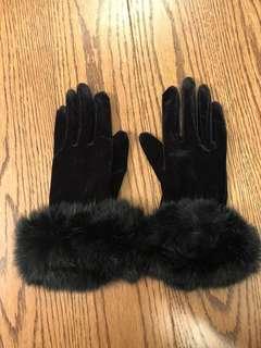 Black gloves with genuine bunny fur