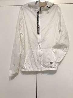 🚚 白色防風外套·原價590