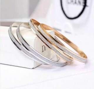 簡約手鐲 silver bracelet