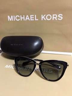 🚚 全新正品MK墨鏡,美國購回, 袋子眼鏡盒都有附上!
